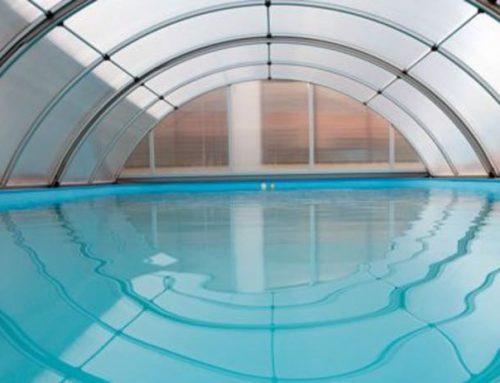 ¿Cómo actúa el cloro en las piscinas?
